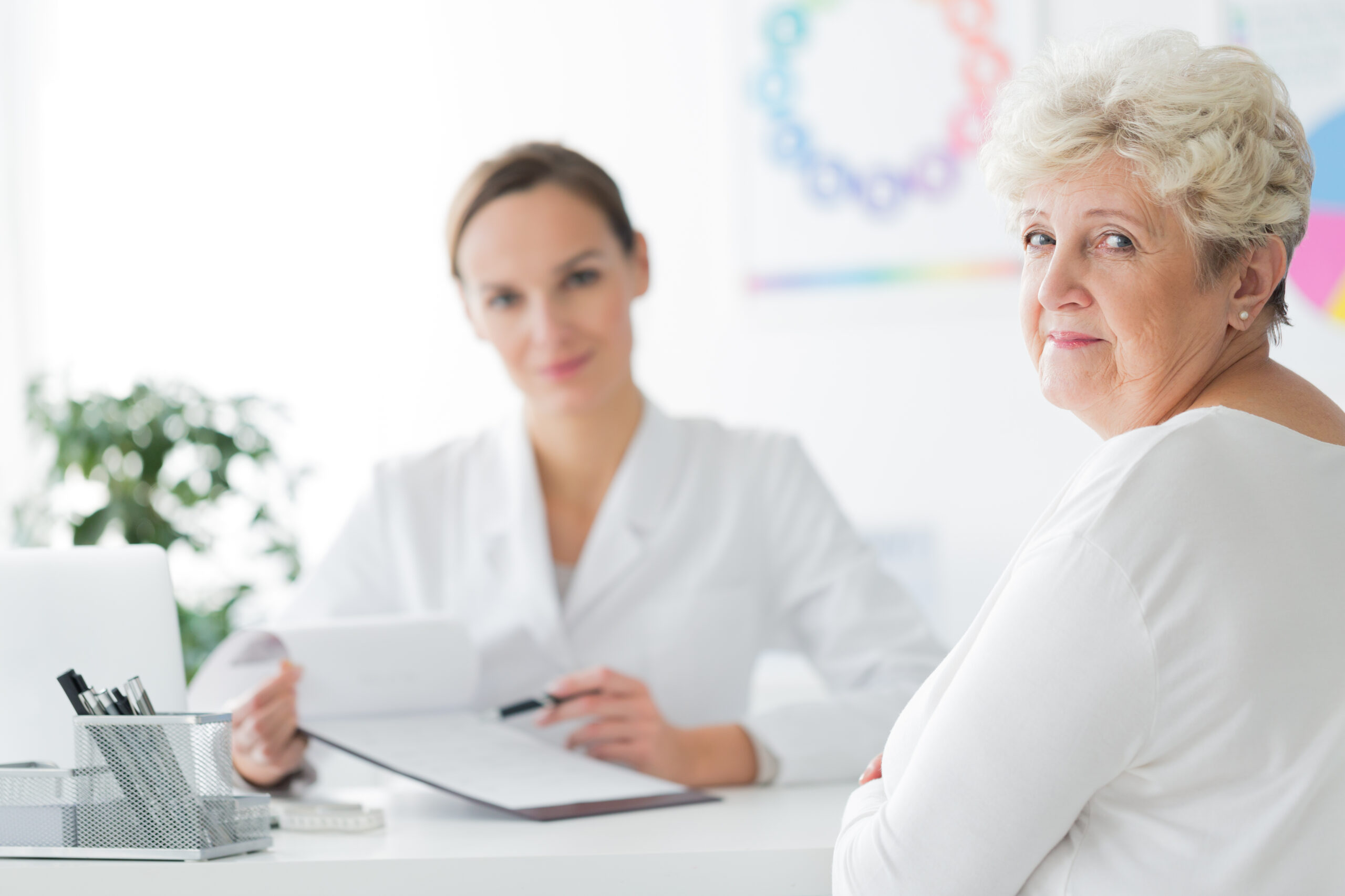 Afbeelding Smiling,,Elder,Dietician's,Patient,Sitting,In,Her,Office,And,Taking